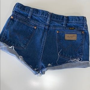 Vintage wrangler high rise cut off jean shorts.